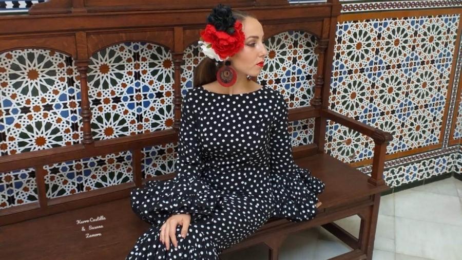 Y en estos momentos es cuando.... Con los complementos de Maribel PG Modelo Pilar Teixido Totalmente Artesanal En Málaga y Online www.eldedaldemicaela.es 617227997 wasshap Elige color y talla. #modaandaluza #trajesdeflamencas #trajesflamenca #artesanal #faldasdeamazona #montaracaballo #susanazamoracostura #trajesdeamazona #amazona #acaballo #malagademoda #Málaga #andalucía
