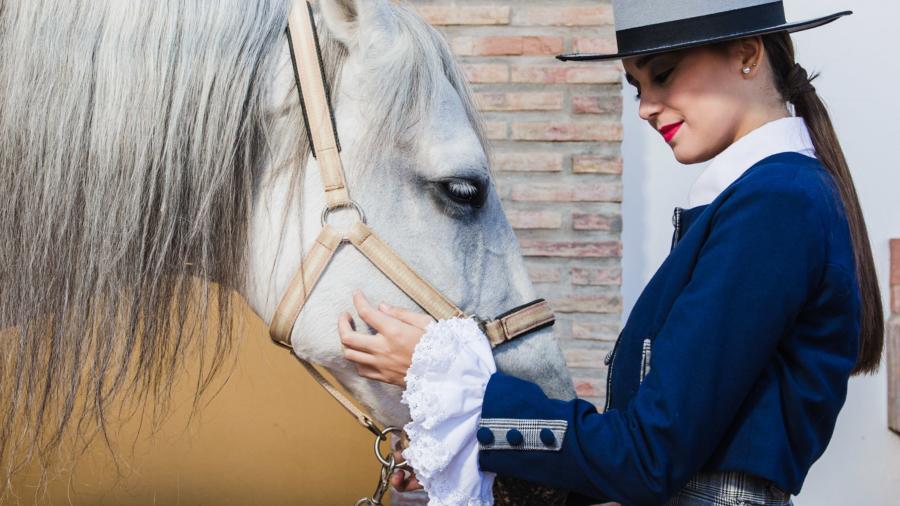 vestuario- amazonas- ecuestre- trajes de flamenca- montar a acaballo (34)